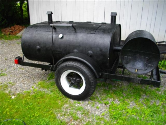 Pig cooker with firebox